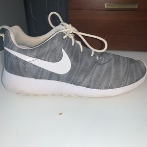 Nike Roche One Running Shoes